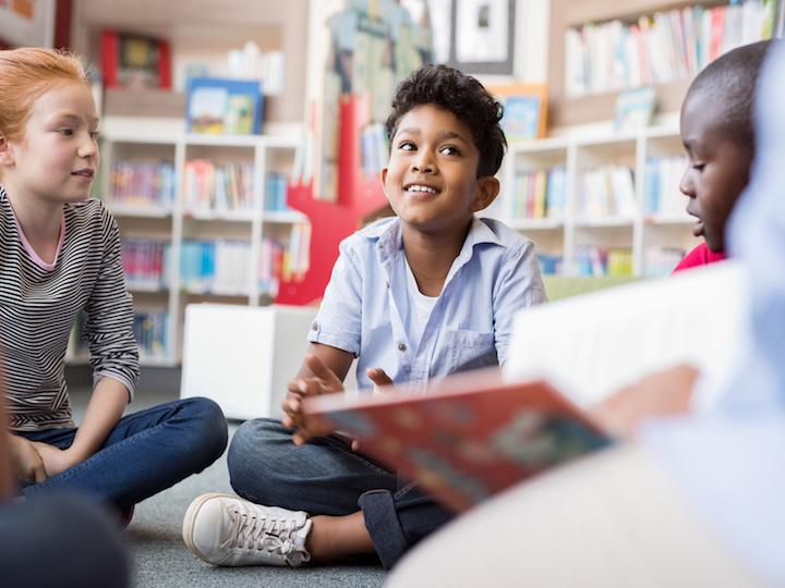 La philosophie s'enseigne très facilement aux jeunes enfants. Ils n'ont pas nos a priori et savent échanger facilement sur des concepts à leur portée.... mais qui portent souvent sur des grandes questions.